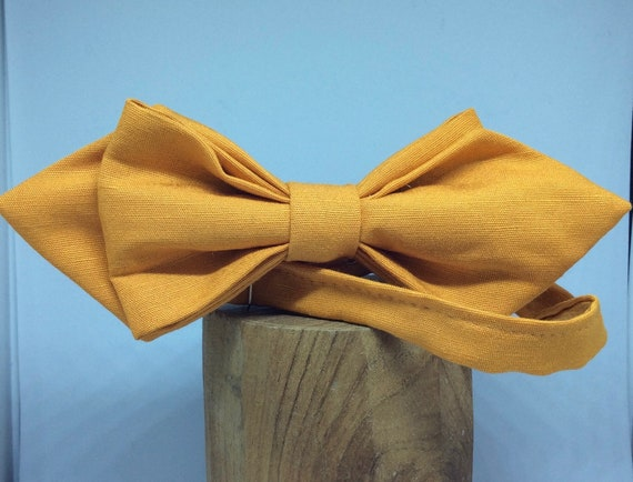 Hand-sewn, pointed Bowtie in orange