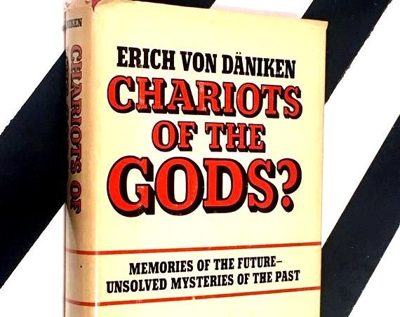 Chariots of the Gods? Memories of the Future - Unsolved Mysteries of the Past by Erich Von Däniken (1968) hardcover book