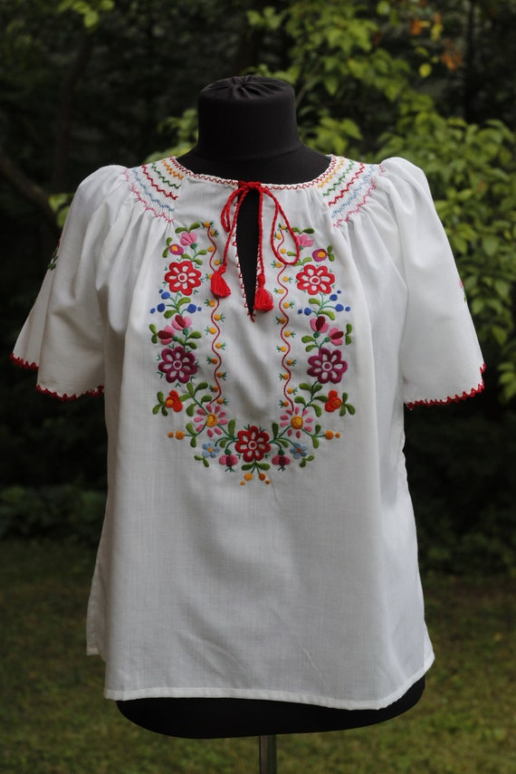 Hungarian Vintage Embroidered blouse Floral handem
