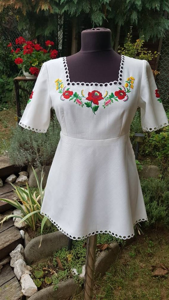 Vintage Hungarian White  Blouse with Kalocsa flowe