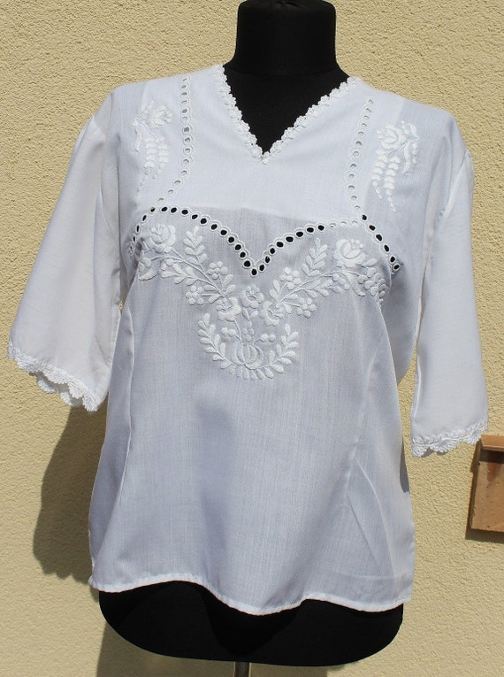 Vintage Hungarian White Blouse Floral handembroide