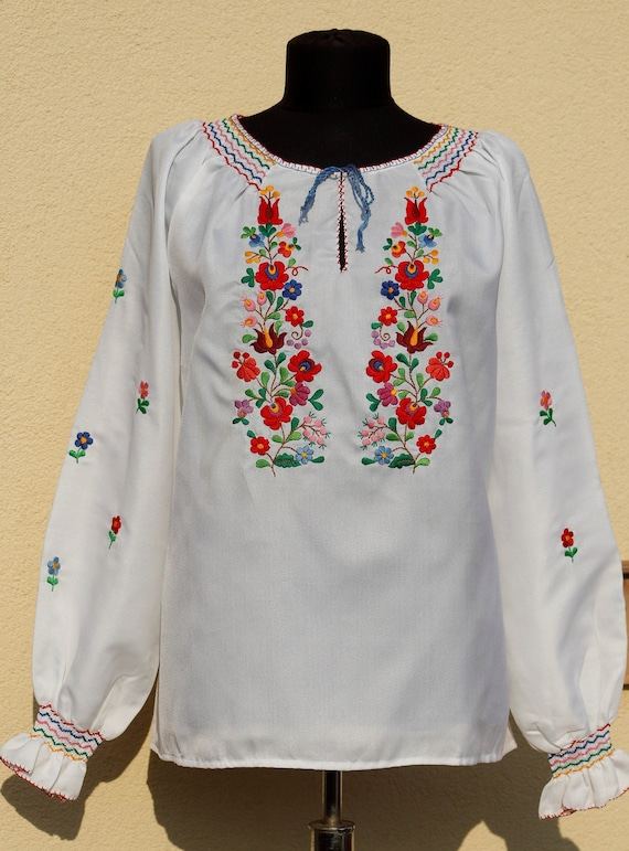 Vintage Hungarian White  Blouse Floral handembroid