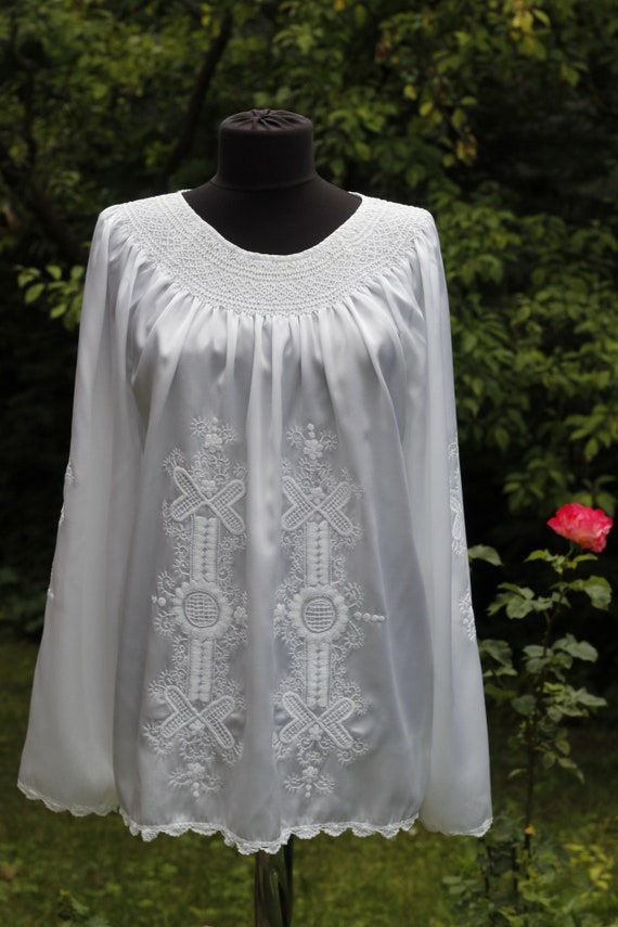 Vintage white light weight silk Hungarian Blouse F
