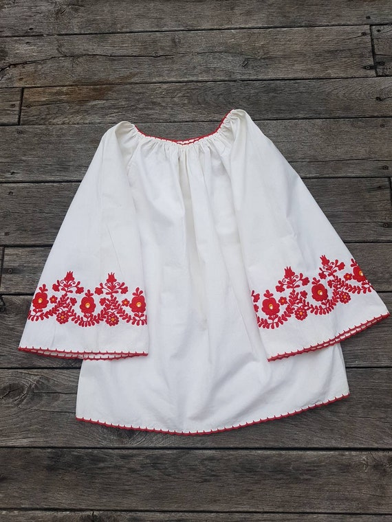 Vintage Hungarian White  and red  Blouse handembro