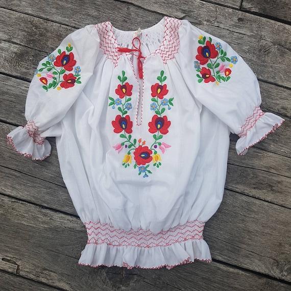 Hungarian Vintage Embroidered blouse Floral handem
