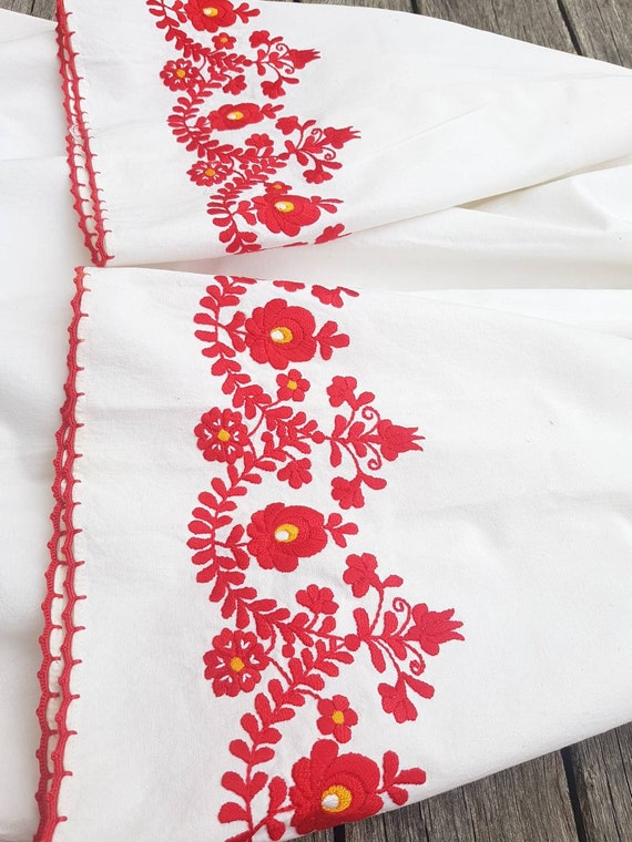 Vintage Hungarian White  and red  Blouse handembr… - image 4