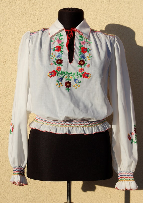 Vintage  Hungarian embroidery White Blue Blouse Fl