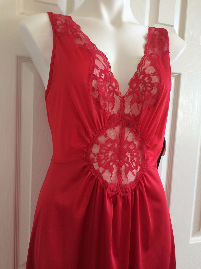 VANITY FAIR Gown Nightgown Negligee  Red Nylon Floral Lace Olga-esque  Large Tea Length 80s Vintage  NWT New Tags
