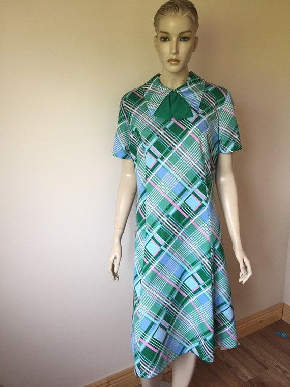 1960s Peter Pan collar dress