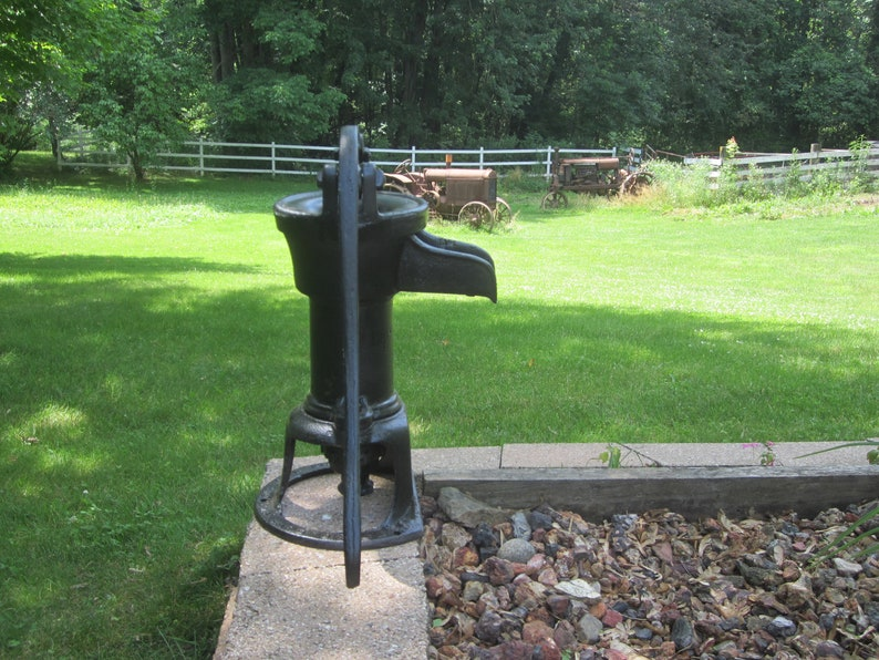 Cast Iron Stand for Garden Hand Water Pump Well Water Pitcher Base Stand 9 inch