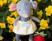 PDF Pattern - 'Tiptoes' - Felt Mouse Softie with Paper Basket and Felt Strawberry  -Instant Digital Download -Plush Children's Toy