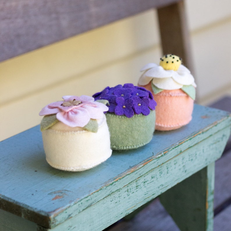 PDF Pattern  'Posy Pincushion'  Felt Flower image 0