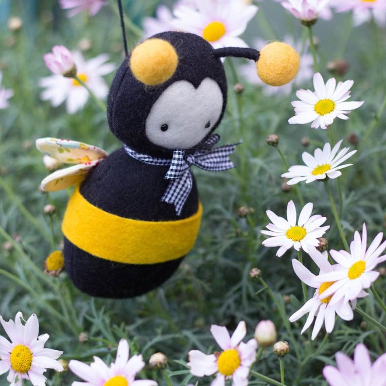 PDF Pattern  'Purl'  Felt Bumble Bee Softie  image 0
