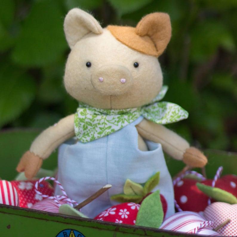 PDF Pattern  'Hubert Radish'  Felt Pig Softie with image 1