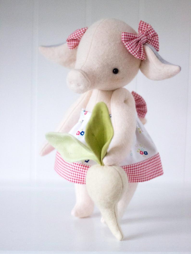 PDF Pattern  'Peggy Turnip'  Felt Pig with Felt image 1