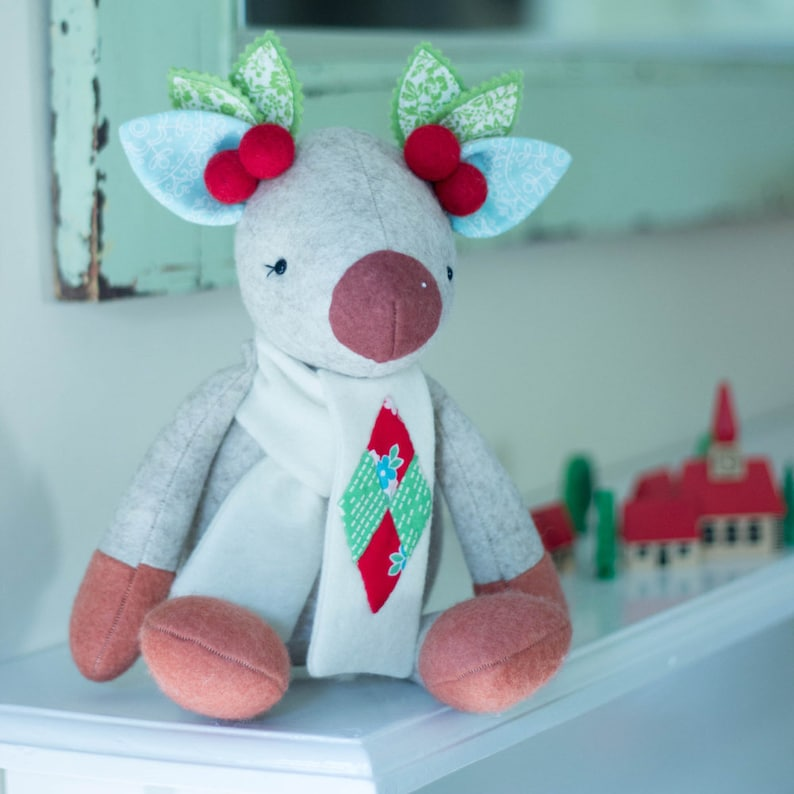 PDF Pattern  'Mistletoe'    Felt Christmas Reindeer image 0