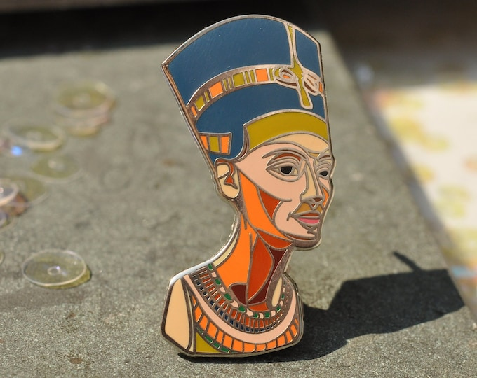 Nefertiti hard enamel pin