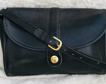 164936b0b0f6 Vintage 1980 s fine leather coach bag