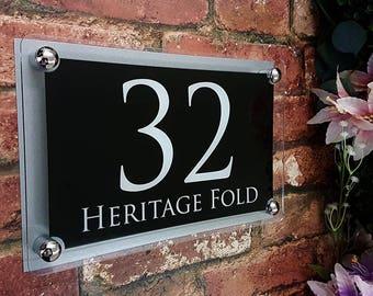 d3ab5725bbb Acrylic   Aluminium House signs Door Number (PARA4-28WB-S-C)