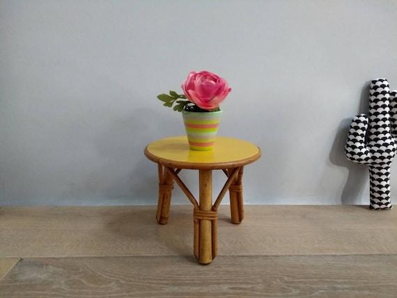 Mini tabouret tripode porte plante rotin jaune 1970 Mini tripod stool door plant rattan yellow