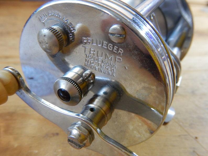 very nice condition Vintage Pflueger TRUMP #1943 Bait Casting Fishing Reel JEWELED Bakelite Handle pflutru Made in USA