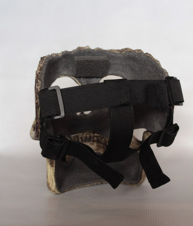 Half skull mask with movable jaw