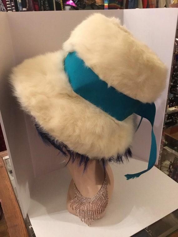 1960s Schiaparelli hat with fur fiber - image 3