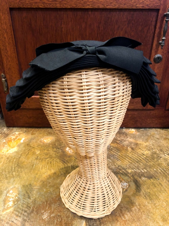 1940's Black Abstract Fanned Bow Fascinator