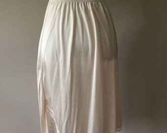Size Large 30 Inches #11-711 Vanity Fair Ivory A-line Nylon Half Slip