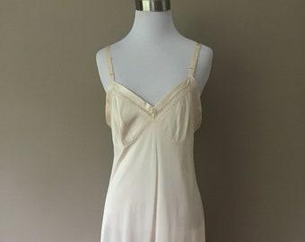 Full Slip Size 42 Plus Size 1X Lorraine Nude Nylon Vintage Lingerie . f4402b0f6