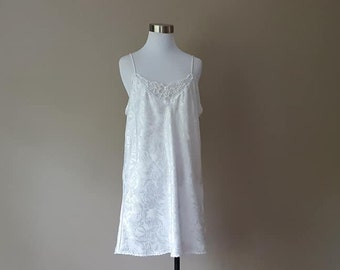 M   Chemise   White Jacquard Fabric   No Tags   Bridal   Beaded Front    Medium f561d1681