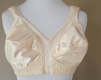 fdb24757a2 Bra 38B Playtex 18 Hour Beige Tan Nude Wide Padded Straps Soft Cups