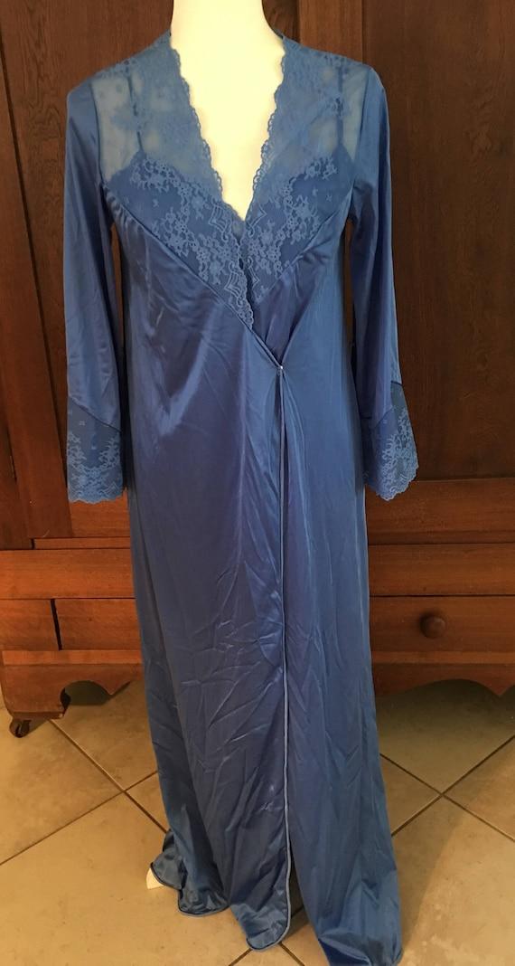 32  Vanity Fair  Robe Peignoir & Nightgown / Gown