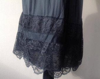M/L Half Slip / Skirt Extender / Mid Midi / Wide Lace Trim / Vintage Shapewear Lingerie / Medium/Large