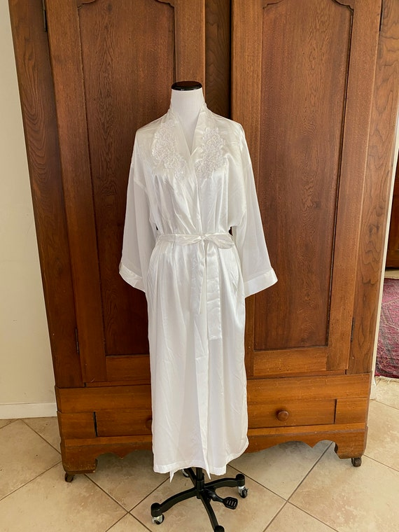 Alexandra Nicole Large White Robe with beads Brida