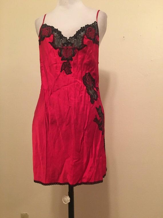 Chemise Silk Medium Victoria Secret Red  . . - image 1