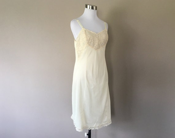 Medium 37 Long Antron Nylon Vintage Half Slip by Wonder Maid White Double Kick