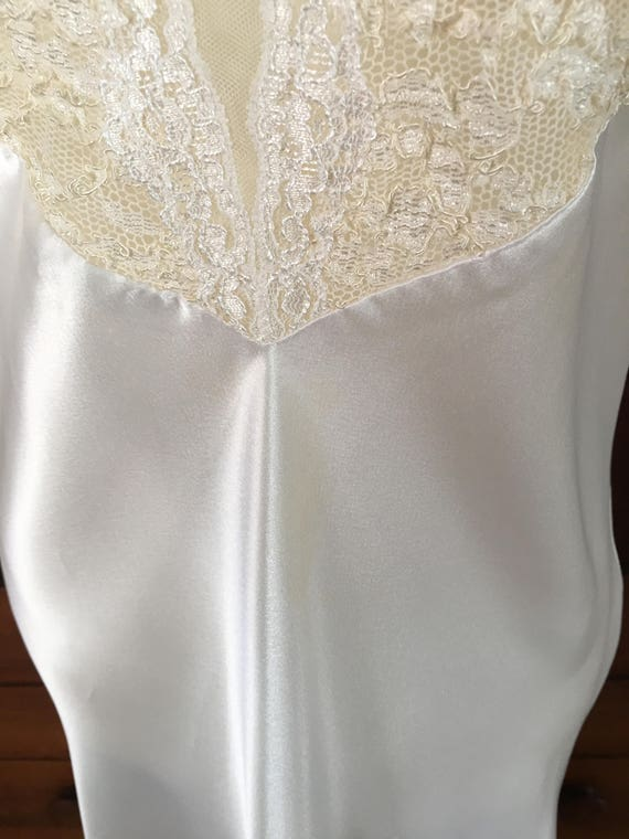 Vintage White Medium M Satin GOLD Victoria's Long Secret LABEL Icy Nightgown OqPOzZw