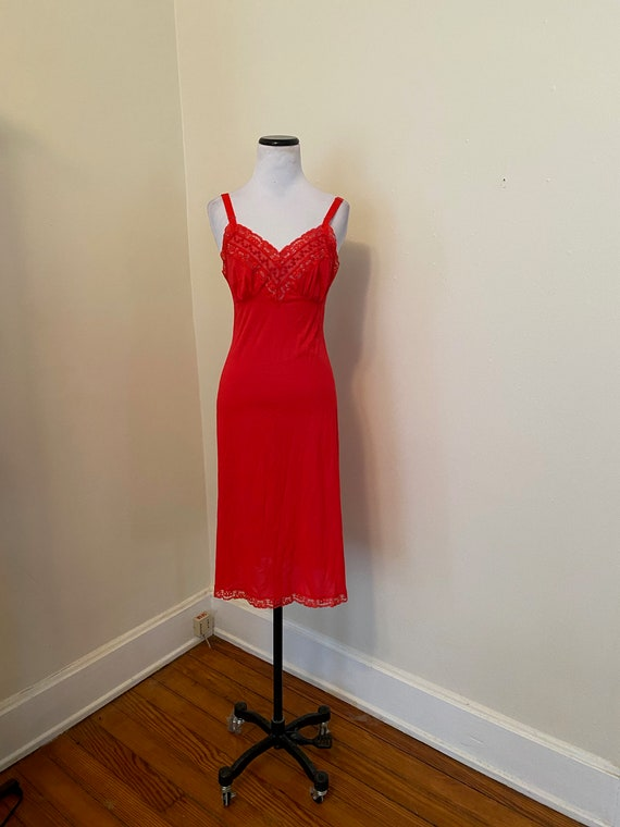 Vintage full Slip Lorraine Size 32 Red Lace Extend