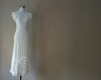 M / Dress / White / Long / Ruffled Hem / Romantic / Stretchy / V-Neck / Short-Sleeved /  Medium