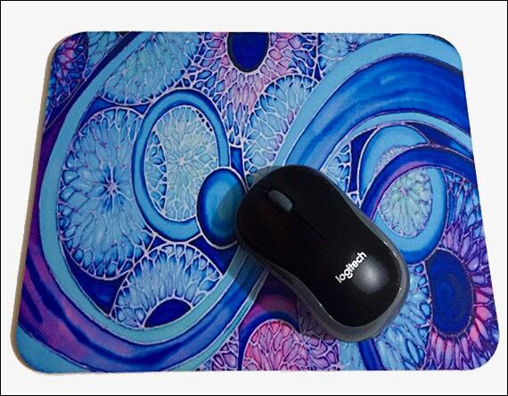 Cercles contemporains souris mat bleu rose violet pad bio