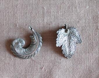 Vintage brooch in silver metal, silver jewel