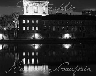 Train hospital The Grave by night in Toulouse, France. Dome hospital the serious along the Garonne River in Toulouse, France.