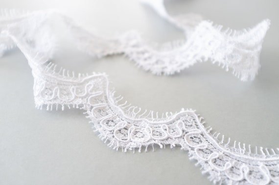 """Bridal 90mm Wide  **Made in England** Wedding Vintage Ivory Lace 4/"""" trimming"""