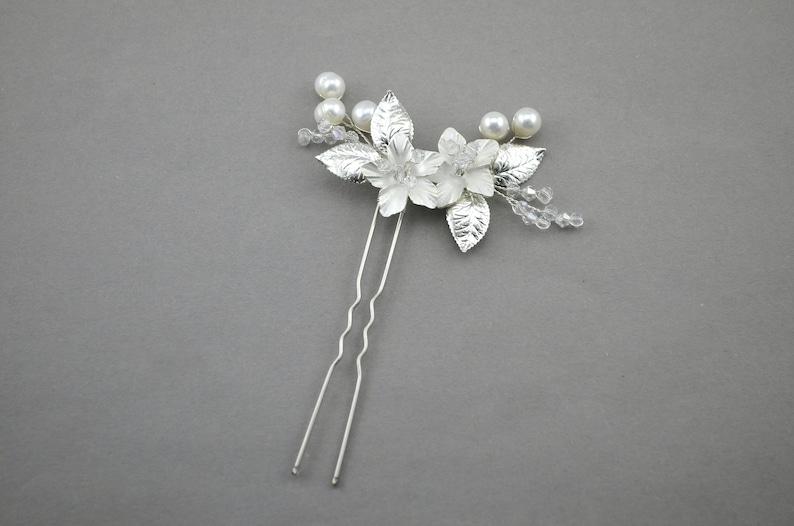 Floral hairpin White flower hair Small side head piece back bun