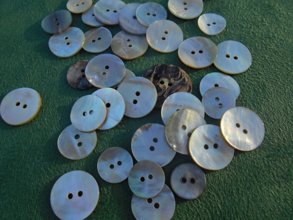 """NEW ¾/"""" 20mm MOTHER OF PEARL SHELL BUTTONS 2 HOLES FOR SKIRTS JACKETS CRAFTS"""
