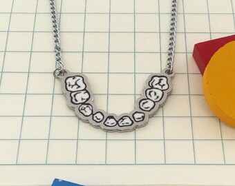 Pearl Necklace – chrome metal enamel teeth chain