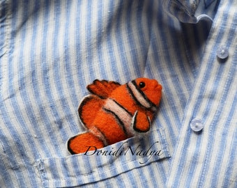 Felt brooch fish Amphiprion. Clownfish. Summer jewellery. Trendy brooch. Gift for her. Gift for mother. Gift for friend.