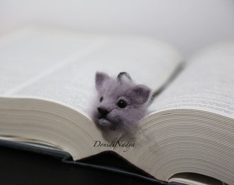 Cat needle felted bookmark. Grey kitten. Unusual ecofriendly gift. Gifts for catlovers. Gift for teacher. Gift for mother. Gift for her.