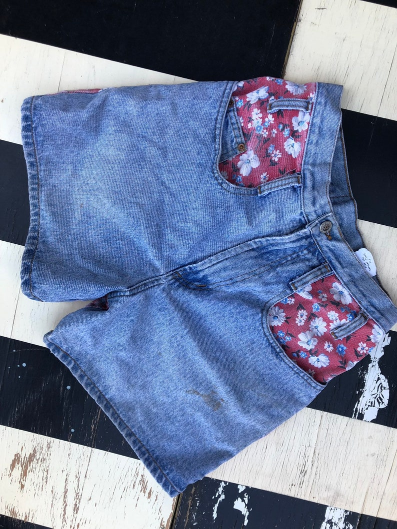 vintage 1990s 90s floral shorts high waisted womens size small